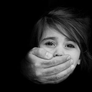 相手が虐待があると嘘をついて親権を主張してきた!どうすればいい?