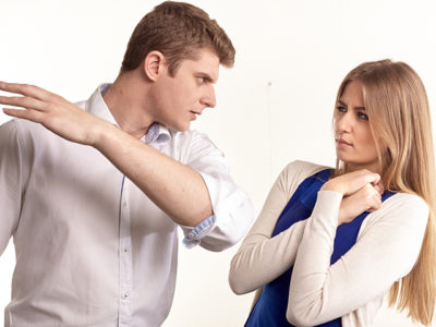 【モラハラ】乱暴運転をする人は殴る真似をする人と一緒な理由