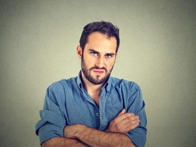 自己愛性パーソナリティ障害の特徴とその原因とは?身の回りの攻撃的な人を考える